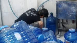 Mắc bệnh ung thư khi uống nước đóng chai