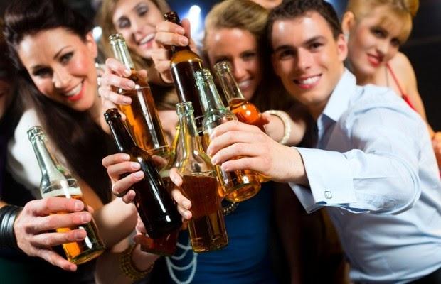 Lạm dụng rượu bia cũng gây nên bệnh ung thư dạ dày