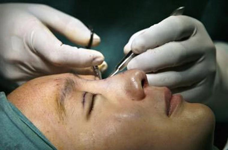 các phương pháp hỗ trợ điều trị ung thư mắt