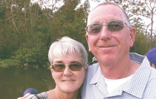 Ông Abernathy trải qua các đợt điều trị hóa chất cùng với vợ mình