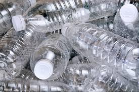 Chai nhựa chứa hóa chất gây ung thư có mặt khắp mọi nơi.