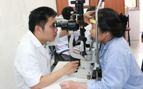 chẩn đoán ung thư mắt