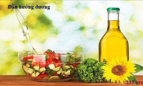 Chất độc gây ung thư sản sinh khi dùng dầu thực vật chiên rán hằng ngày.