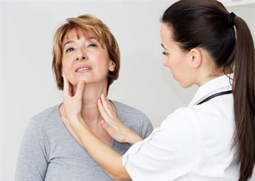 Nên tầm soát để phát hiện những dấu hiệu sớm ung thư vòm họng