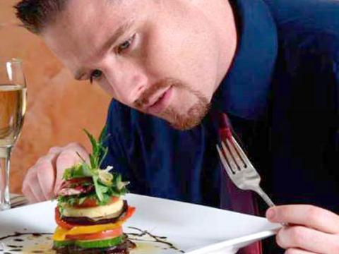 Ăn không ngon miệng là dấu hiệu cảnh báo ung thư tuyến tiền liệt