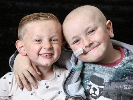 Kenzie Atkinson điều trị ung thư máu nhờ được ghép tủy