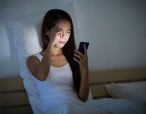 Dùng smartphone có gây ung thư mắt không?