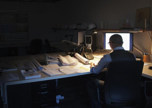 Làm việc ban đêm làm tăng nguy cơ mắc ung thư buồng trứng