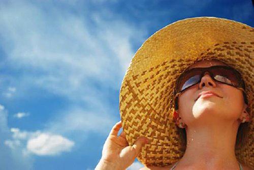 Ánh nắng mặt trời là một trong những nguyên nhân ung thư mắt