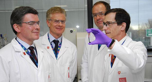 Viện Ung thư Vall d'Hebrhon dùng phương pháp sinh thiết lỏng để phát hiện khối u não từ dịch não tủy