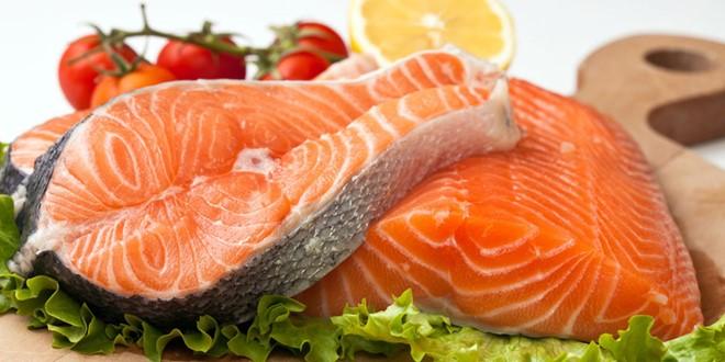 Cá hồi hỗ trợ điều trị bệnh ung thư phổi hiệu quả