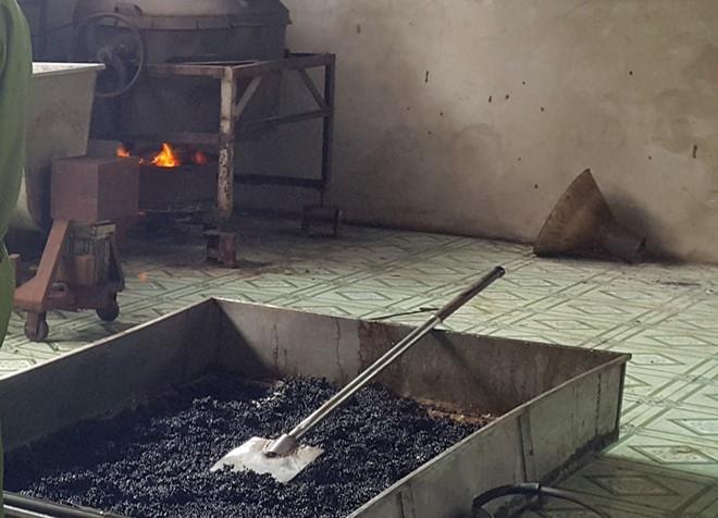 Hạt bắp và đậu nành được rang cháy đen để trộn cùng cà phê - tác nhân gây ung thư.