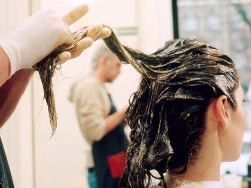 Thuốc nhuộm tóc có nhiều hoá chất độc hại có thể gây ung thư