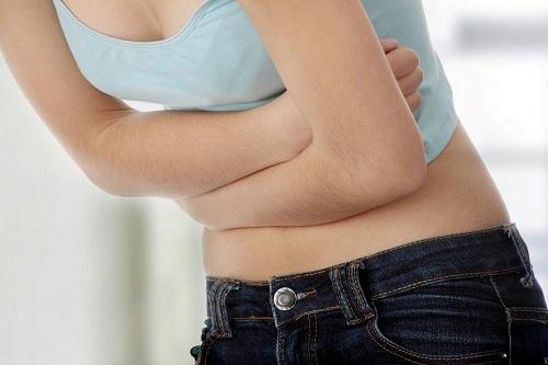 Đau bụng có thể là một triệu chứng của ung thư đại tràng.