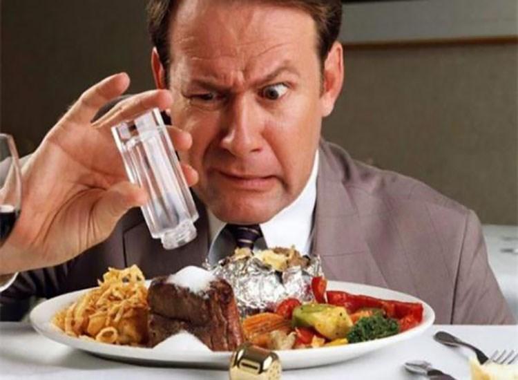 Bệnh ung thư dạ dày nên kiêng ăn quá mặn