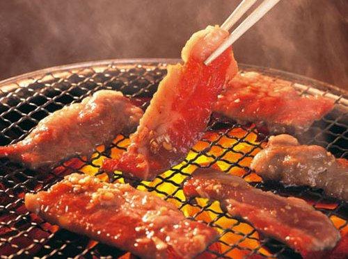 Nhiều độc tố gây ung thư có trong thịt nướng trên bếp gas.