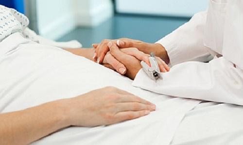 Người thân cần biết cách chăm sóc giảm đau cho bệnh nhân ung thư đại tràng