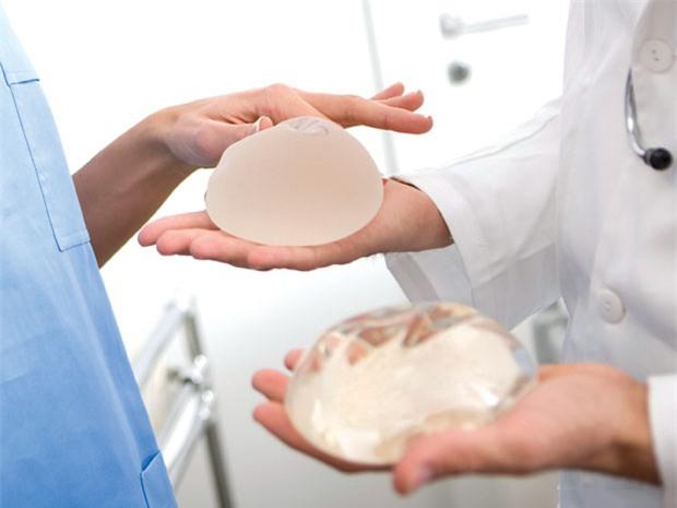 Lo ngại nguy cơ mắc ung thư vú vì nâng ngực