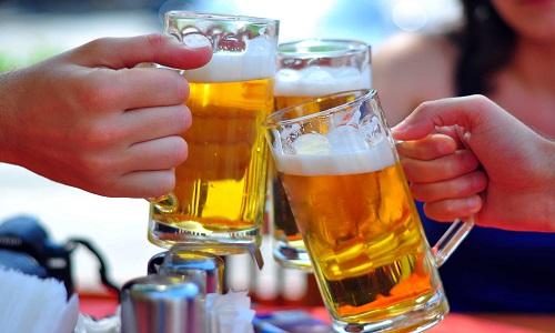 Uống nhiều rượu bia làm tăng nguy cơ mắc bệnh ung thư lưỡi