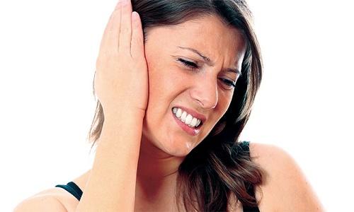 Ung thư amidan gây cảm giác tức như bị nút ráy tai