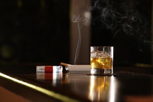 Nghiện thuốc lá và rượu làm tăng nguy cơ mắc bệnh ung thư miệng