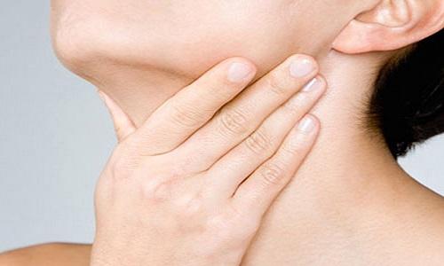 Triệu chứng ung thư tuyến giáp ít khi xuất hiện sớm