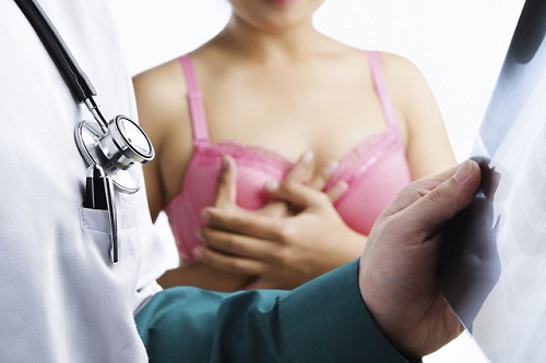Thăm khám ngay khi nghi ngờ có dấu hiệu ung thư vú